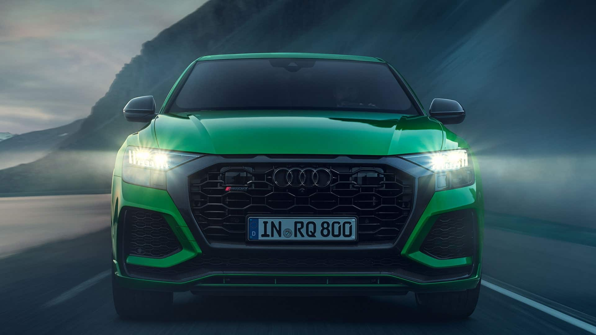 Front view Audi RS Q8